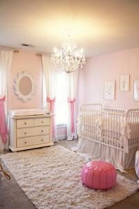 Esse quarto é inspirado na famosa Barbie, a cor rosa predomina.