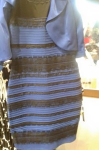Vestido_preto_e_azul_ou_branco_e_dourado