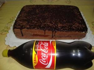 Como_fazer_Bolo_de_coca_cola_com_chocolate_topo