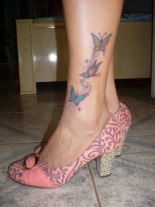 Tatuagem_feminina_na_perna_Fotos_12