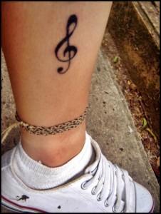 Tatuagem_feminina_na_perna_Fotos_14
