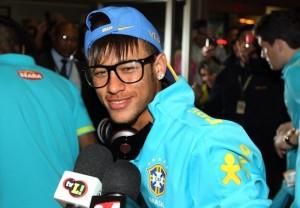 Oculos_do_Neymar_conheca_sua_colecao_10