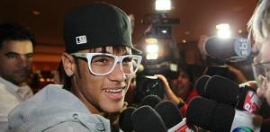 Oculos_do_Neymar_conheca_sua_colecao_13