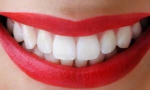 7 Alimentos para Ajudar Clarear os Dentes