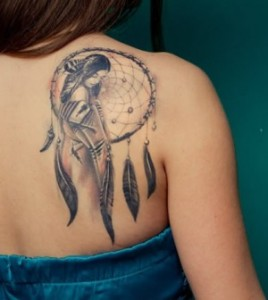 Fotos e ideias Tatuagem Feminina nas Costas 11