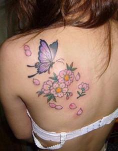 Fotos e ideias Tatuagem Feminina nas Costas 14