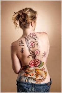 Fotos e ideias Tatuagem Feminina nas Costas 6
