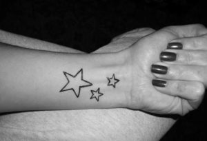 Modelos de Tatuagem Feminina no pulso 10