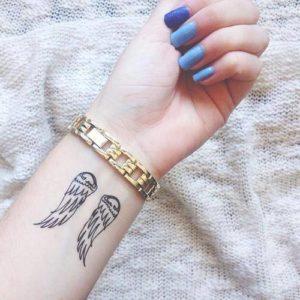 Modelos de Tatuagem Feminina no pulso 14