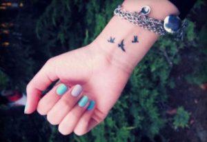 Modelos de Tatuagem Feminina no pulso 4