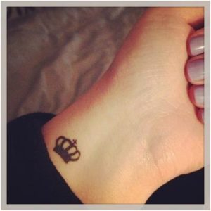Modelos de Tatuagem Feminina no pulso 8