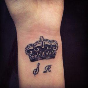 Modelos de Tatuagem Feminina no pulso 9