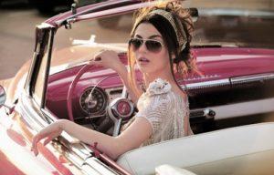 imagens de carros com mulheres 5